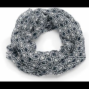 Thirty-One Avenue Scarf in Navy Pendant